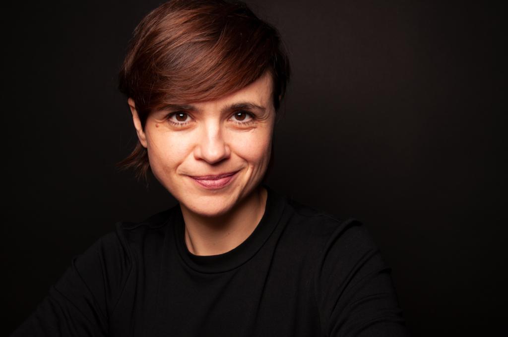 """ein Bild der Interviewpartnerin und Journalistin Mari Lang, Produzentin und Host des Podcasts """"Frauenfragen"""""""